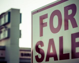 フィッチ:世界自動車販売台数は2019年に310万台減少、下げ幅は11年ぶり最大となる見通し