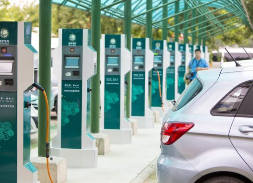 中国EV充電スタンド事業が苦境 自動車メーカーが相次いで撤退か相互利用へ