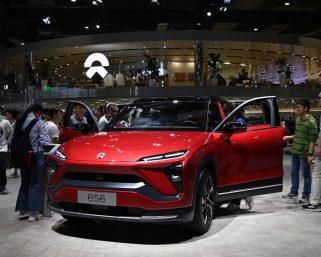 EV用電池の確保競争始まる 自動車メーカーのジレンマとは