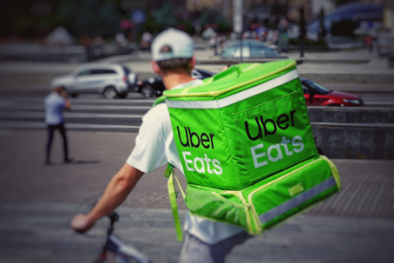インドのフードデリバリー市場に再編の波 UberEatsがライバル社「Zomato」に売却か