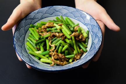 4分間で一品完成、中華料理ができるスマート調理ロボット