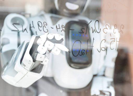 定型業務をAIロボットが代替 中国RPAスタートアップが15億円を調達