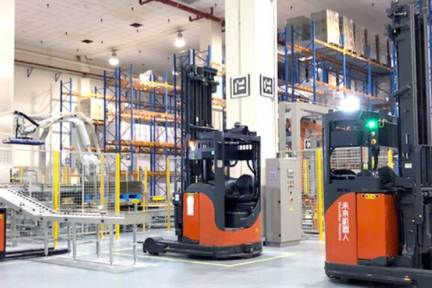 物流拠点の無人化・自動化を実現 スマート搬送ロボット「未来機器人」が15億円調達で海外展開進む