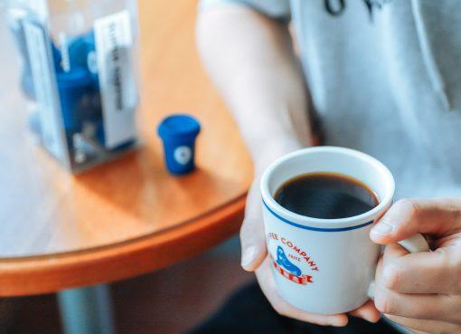 激震の市場で新たな注目株は「インスタントコーヒー」、業界スキャンダルが吉に転じるか(一)