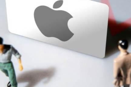 アップル、折り畳みiPhoneに「曲げ加工」を採用か 製造には困難も