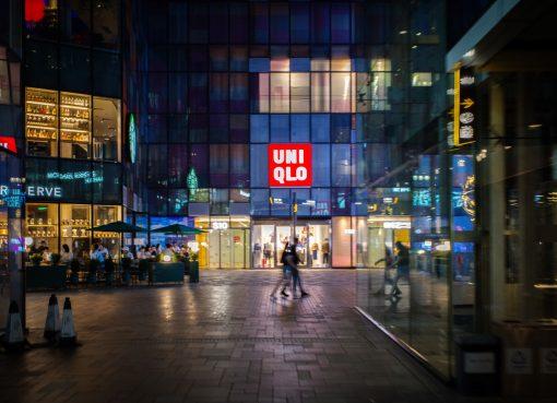 ユニクロのファーストリテイリングが大幅減益も急回復中 店舗数で日本を超えた中国市場が大きくけん引