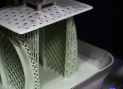 高分子新素材で3Dプリントの可能性を切り拓く中国、靴インソールの日産は1万足へ