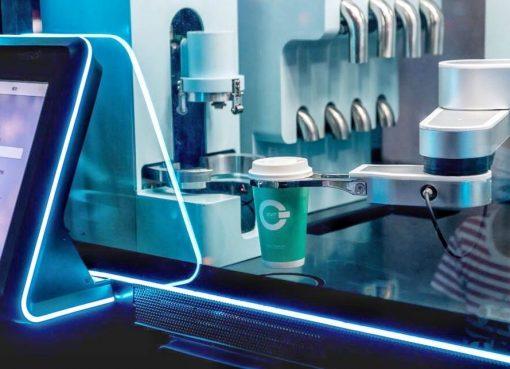 中国、コーヒースタンドにロボットを活用 挽き立て一杯150円で提供