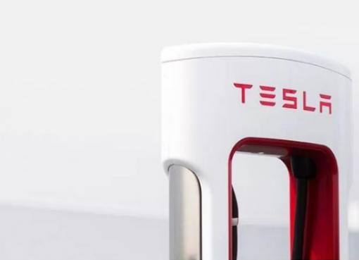 テスラ、中国でEV用充電器「スーパーチャージャーV3」生産へ 新工場を上海に建設