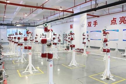 中国の協働ロボット「JAKA」が約48億円を調達 日本でのR&D始動