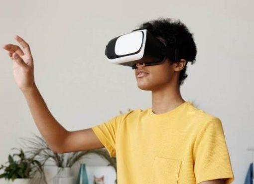 アップル、VRヘッドセットをARグラスに先行してリリースか 早ければ22年