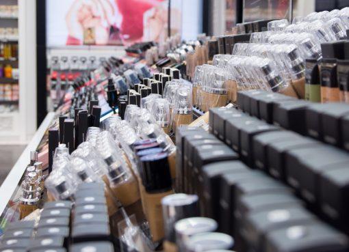 化粧品のサンプル販売でセフォラを猛追 新興コスメショップ「HARMAY」、評価額が800億円超に