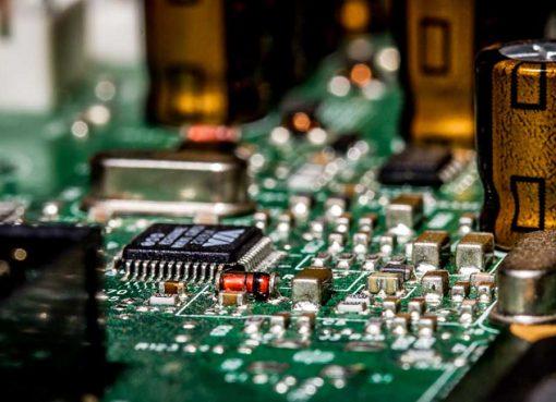 中国で半導体製品が価格高騰 品薄の裏側に潜む真相は