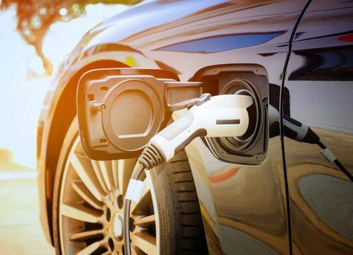 中国の車載電池生産、リン酸鉄リチウム系が三元系抜く