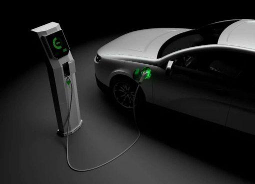 フル稼働でも足りない車載電池、EV参入増でさらに深刻化
